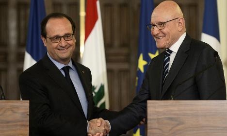 France's Hollande pledges aid to Lebanon