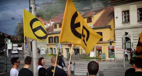 Identitarians protest on Graz Greens roof