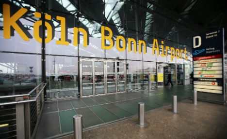 Inspectors smuggle bomb parts through Cologne airport