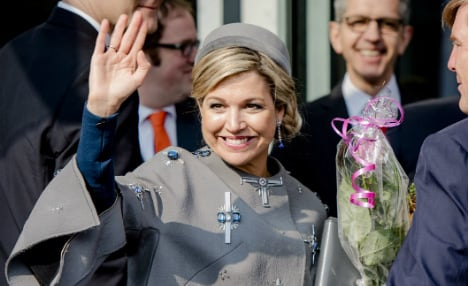 Dutch queen's 'swastika' coat raises eyebrows on state visit