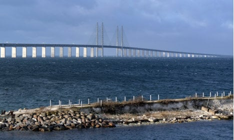 First migrants make it from Denmark to Sweden on foot