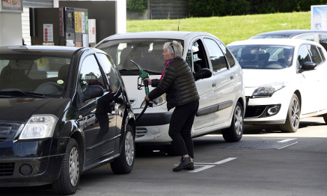 French fuel crisis latest: 5,100 petrol stations run dry