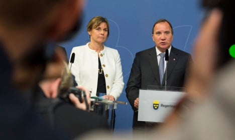 Poll shows cost of spring crisis for Swedish government