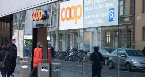 Swiss supermarkets look to scrap free plastic bags