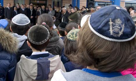 Rising anti-Semitism forces Jews out of Paris suburbs