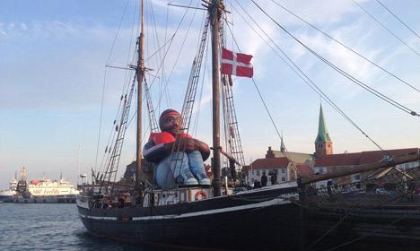 'Inflatable refugee' visits Copenhagen on a mission