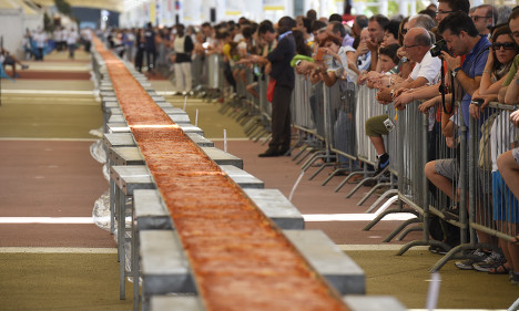 Naples bids to smash world record with 2km pizza