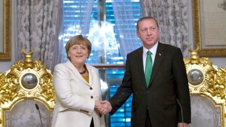 Merkel meets Erdogan in Istanbul as critics growl