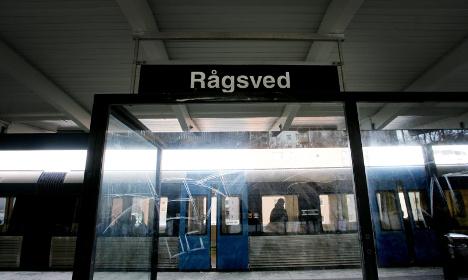 Police hunt Stockholm metro station gunmen