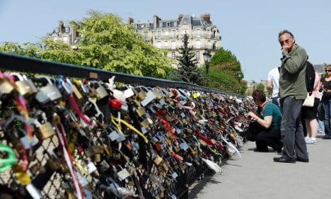 Paris love lock tour group: 'We don't hang any locks'