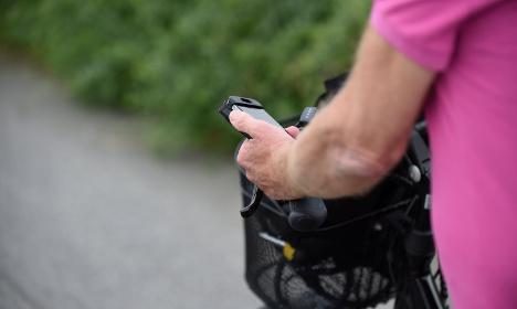 Smombie Swedes hurt in smartphone accidents