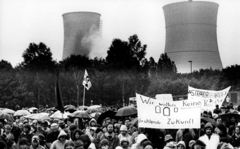 Ruhr nuclear plant 'pumped radioactive waste into air'