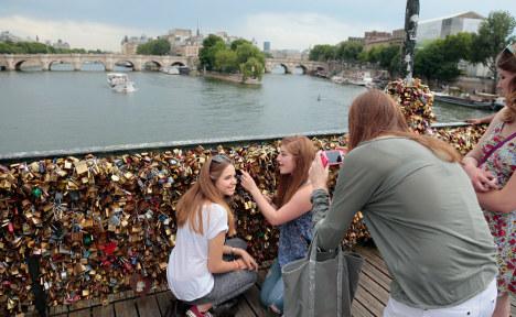 'Love lock' tour companies spark anger in Paris
