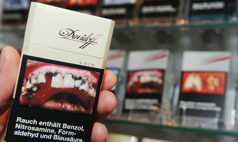 German smokers now faced with pics of rotting teeth