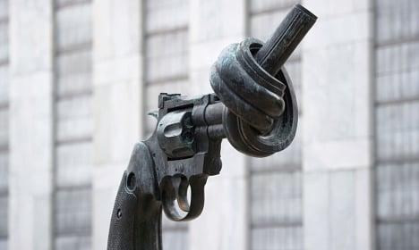Sculptor Carl Fredrik Reuterswärd dies at 81
