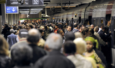 Paris transport workers set to stage 'indefinite strike'