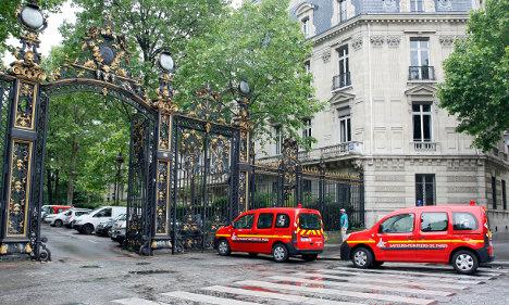 Ten children struck by lightning in Paris park