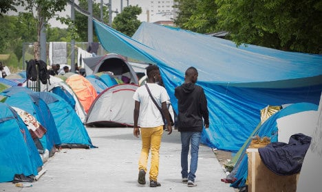 Paris to build humanitarian camp to welcome migrants