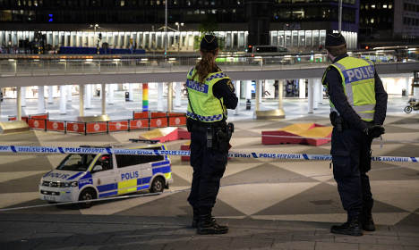 Police shoot knife man in central Stockholm