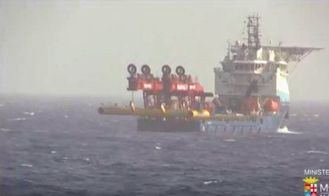 Italy suspends raising migrant wreck amid bad weather