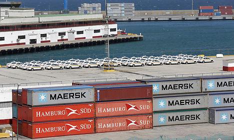 Maersk profit tumbles amid shipping, oil market slump