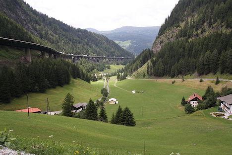 Hundreds protest again at Brenner Pass checks