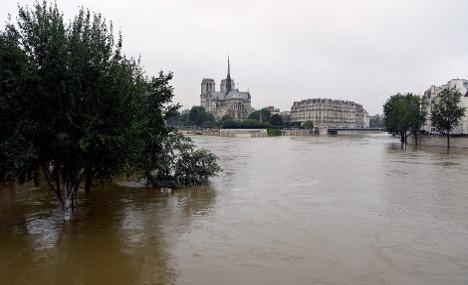 Paris on alert as Seine flood levels set to peak