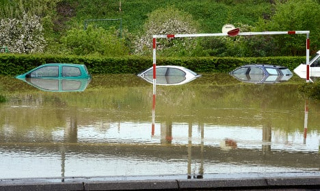 Thieves caught trying to swim away in French floods