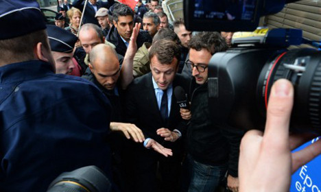 VIDEO: France's economy minister pelted with eggs