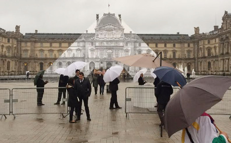Louvre and Musée d'Orsay close as waters rise in Paris