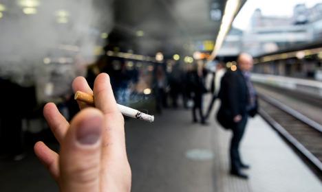 'Ban smoking at outdoor restaurants in Sweden'