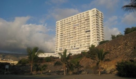 Tenerife police probe death of Brit woman in balcony plunge