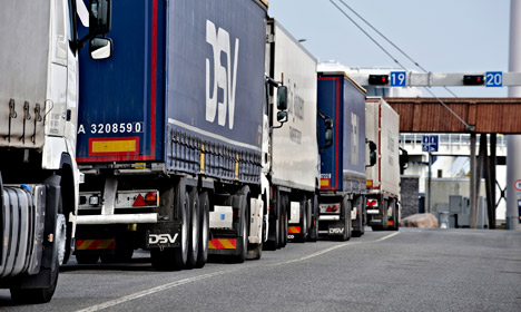 Fewer migrants cling to trucks to reach Sweden