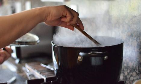 Paris restaurants open up kitchens to refugee chefs