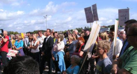 Austrians condemn refugee centre arson at rally