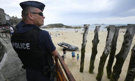 Hollande defends minister under fire over Nice attack
