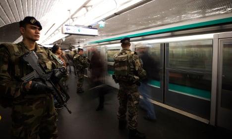 Hoax bomb found at Paris Metro station