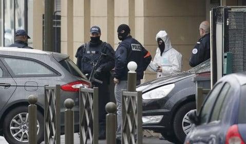 'Counter-terror raids' carried out near Paris