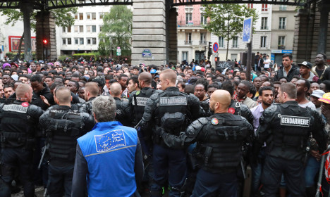 Police clear out '2,500' migrants from Paris camp