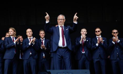 Watch Icelanders cheer their Swedish hero coach
