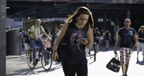 Austrian phone addicts taught how to cross the road