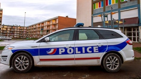 Clashes in Paris suburbs after man dies in police custody