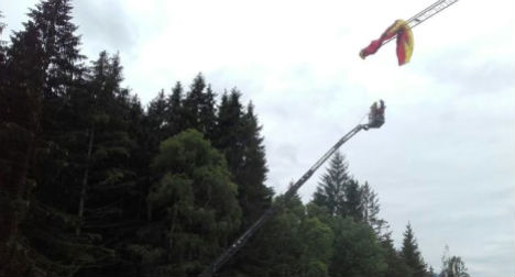 Paraglider left dangling from edge of crane