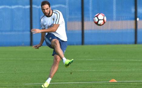 Napoli's Gonzalo Higuain joins Juventus: official