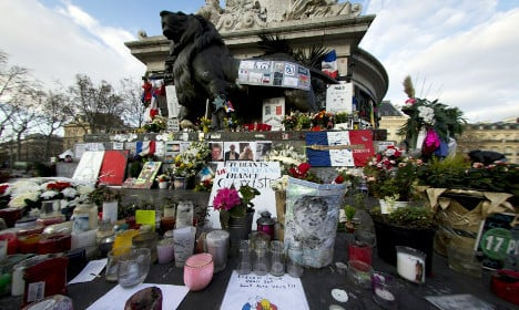 Paris: Unofficial shrine to terror victims to be cleaned up