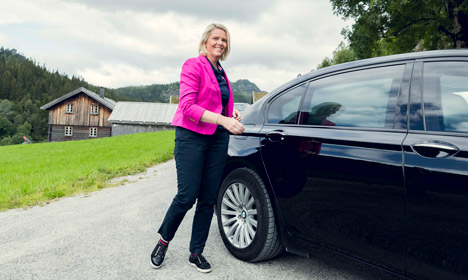 Norway's hard-line integration minister to stay in politics