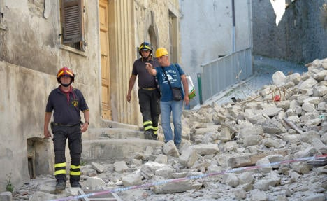 Romania PM is first EU leader to visit quake zone