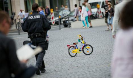 Policeman uses kiddie's bike to hunt down drunk fugitive