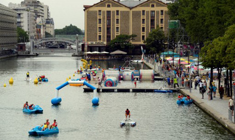 Parisians invited to swim in the Bassin de la Villette