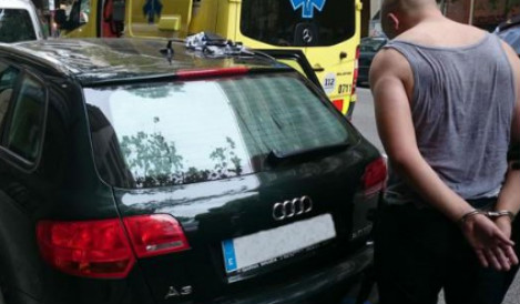 Hapless thief caught after FOUR hours trapped in hot car